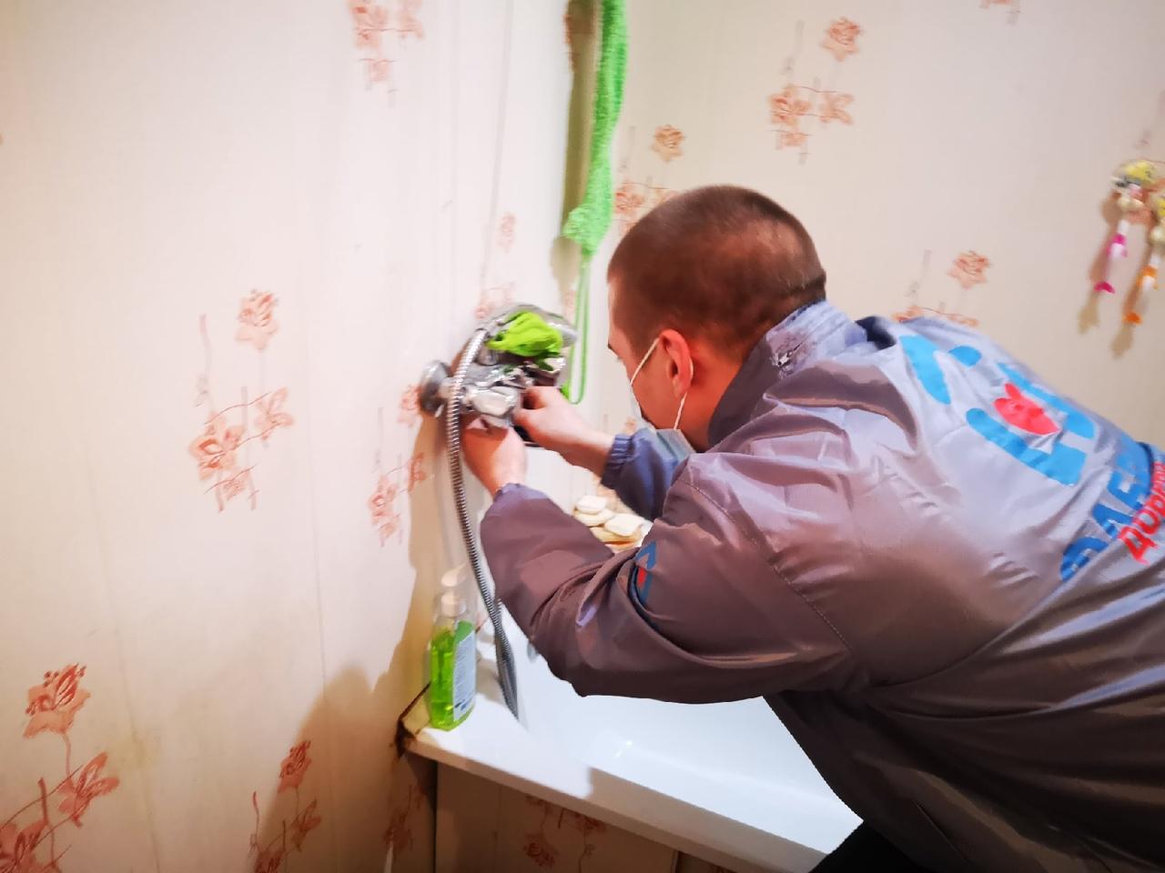 Починить смеситель в ванной