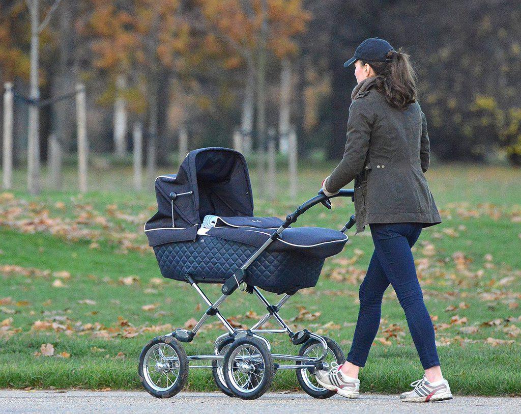 Нужна детская коляска для новорожде...